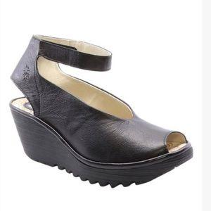 FLY LONDON Yala Leather Sandal